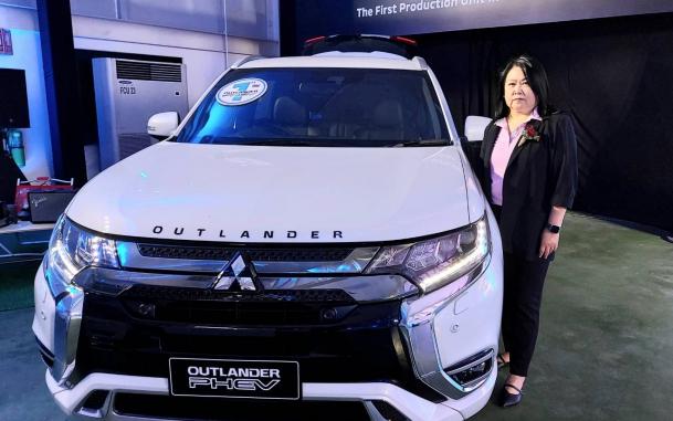 ผทภ.4 ร่วมพิธีฉลองการผลิตรถยนต์มิตซูบิชิ เอาท์แลนเดอร์ พีเอชอีวี คันแรกในประเทศไทย